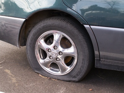 flat or blown tires are a major cause of vehicle accidents in the USA.